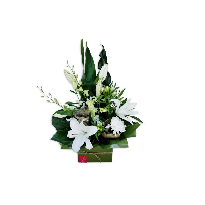 courtneys-classic-boxed-arrangement-perth